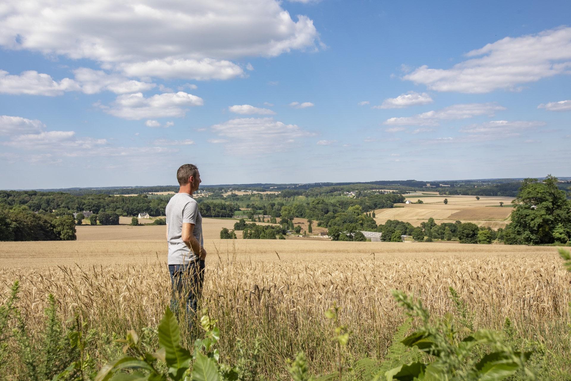 Landwirt auf dem Feld.